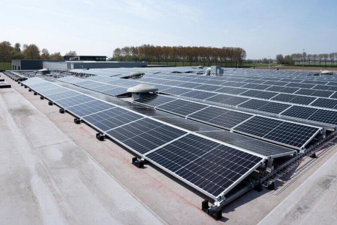 E-installatie t.b.v. zonnepanelen bij WebNL in Stellendam